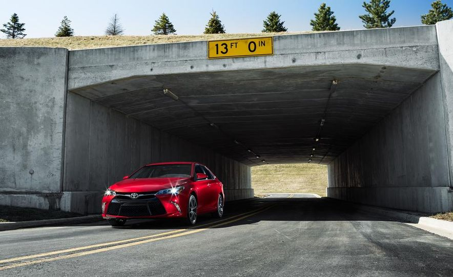 2015 Toyota Camry XSE - Slide 31