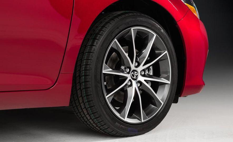 2015 Toyota Camry XSE - Slide 37