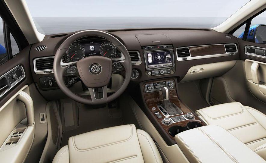 2015 Volkswagen Touareg V-6 TDI BlueMotion - Slide 8