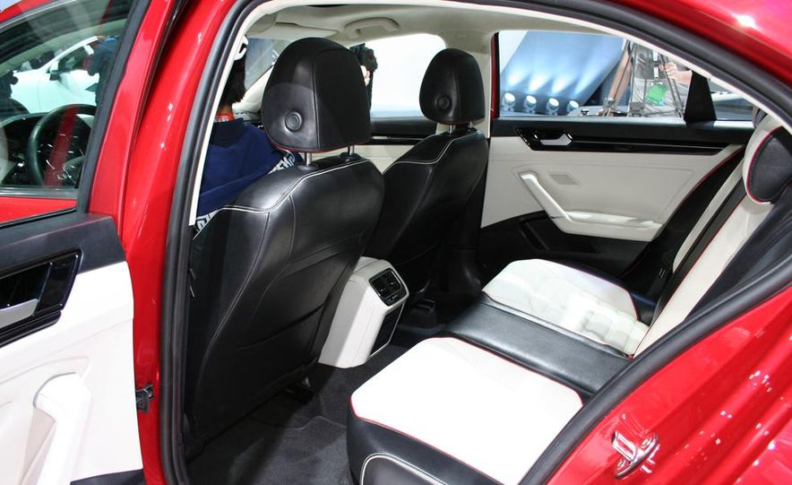 Volkswagen New Midsize Coupe concept - Slide 8