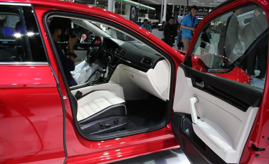 Volkswagen New Midsize Coupe concept - Slide 9