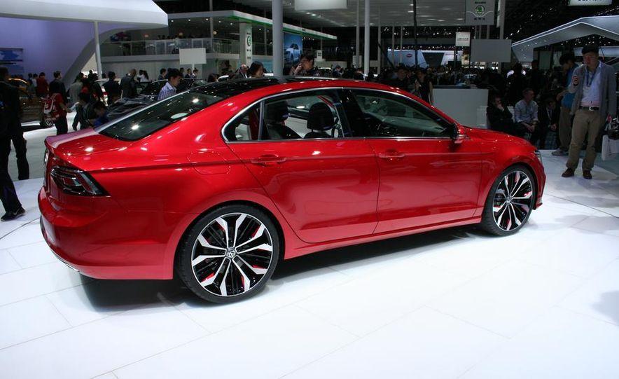 Volkswagen New Midsize Coupe concept - Slide 4