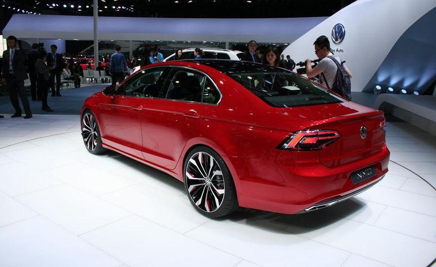 Volkswagen New Midsize Coupe concept - Slide 6