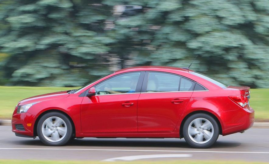 2016 Chevrolet Cruze sedan (spy photo) - Slide 16