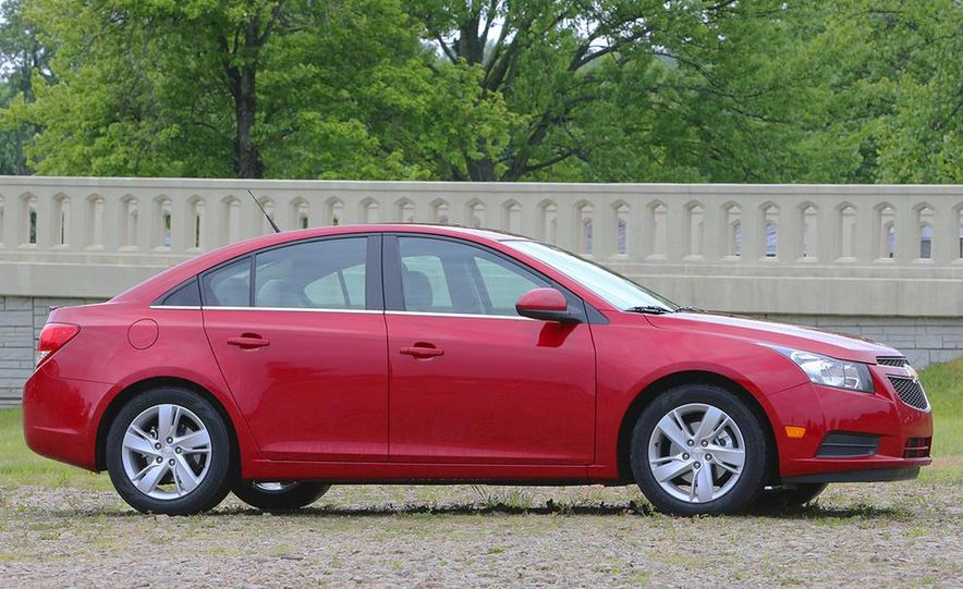 2016 Chevrolet Cruze sedan (spy photo) - Slide 26