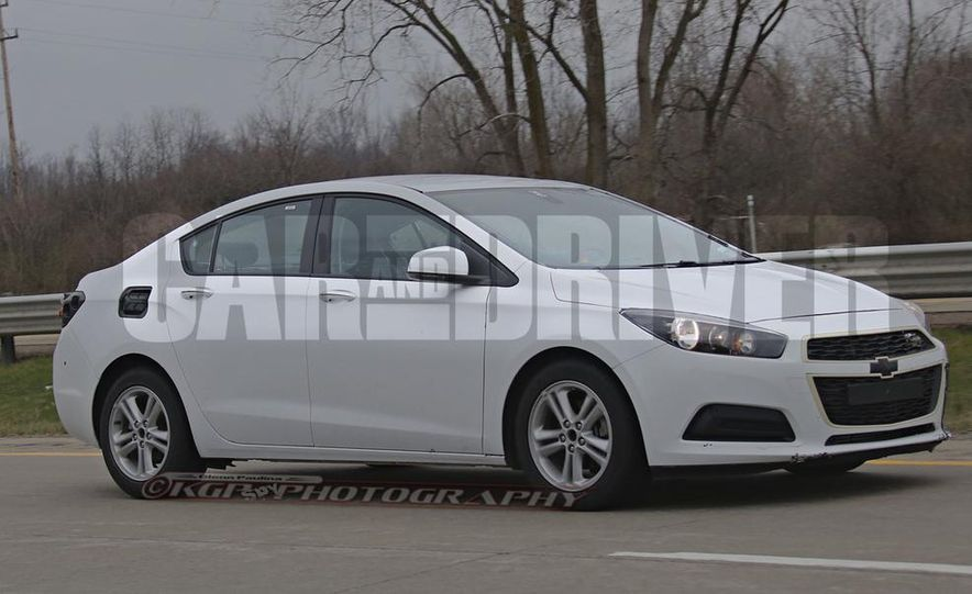 2016 Chevrolet Cruze sedan (spy photo) - Slide 11