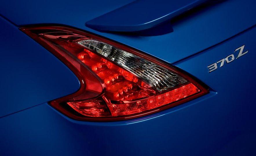 2012 Nissan 370Z - Slide 10