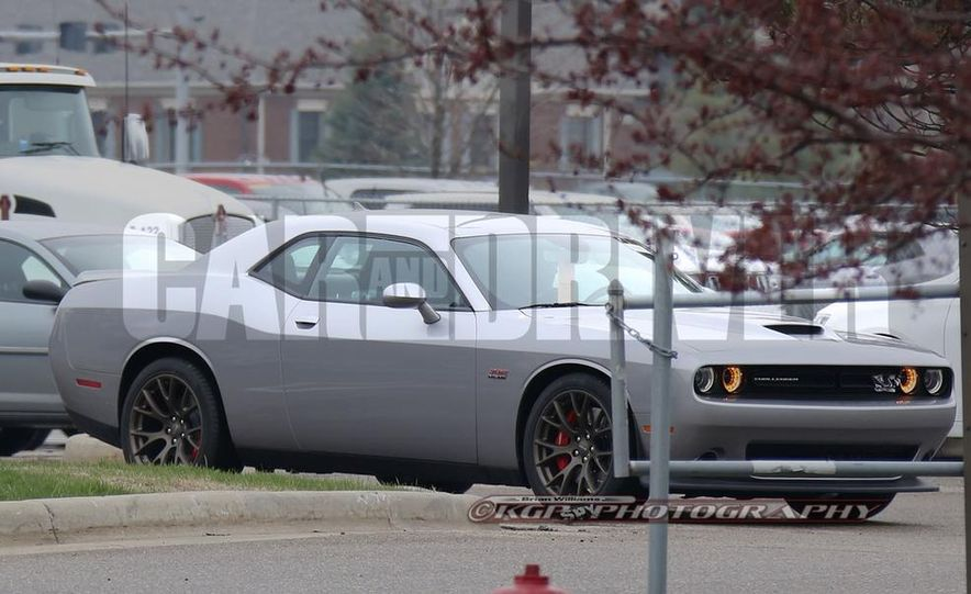 2015 Dodge Challenger Hellcat (spy photo) - Slide 1