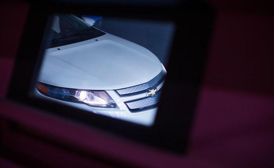 2014 Toyota Prius, 2014 Mercedes-Benz CLA250, 2012 Tesla Model S P85, 2012 Nissan Leaf SL, and 2014 Chevrolet Volt - Slide 17