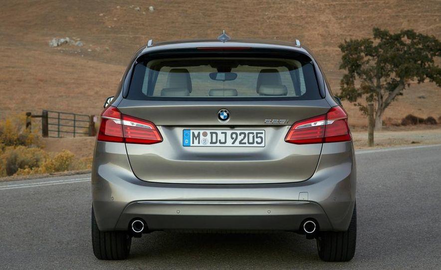 2016 BMW 2-series Active Tourer 7-seater (artist's rendering) - Slide 25