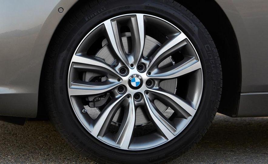 2016 BMW 2-series Active Tourer 7-seater (artist's rendering) - Slide 33