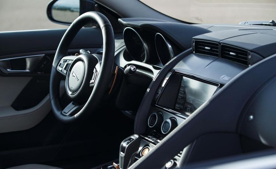 2015 Jaguar F-type V-6 S coupe (Euro-spec) - Slide 94