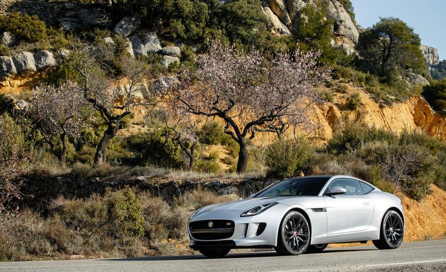 2015 Jaguar F-type V-6 S coupe (Euro-spec) - Slide 42