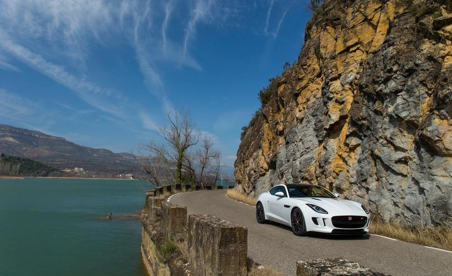 2015 Jaguar F-type V-6 S coupe (Euro-spec) - Slide 9