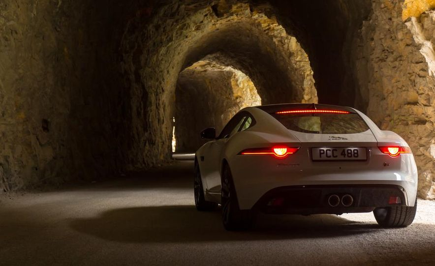2015 Jaguar F-type V-6 S coupe (Euro-spec) - Slide 15