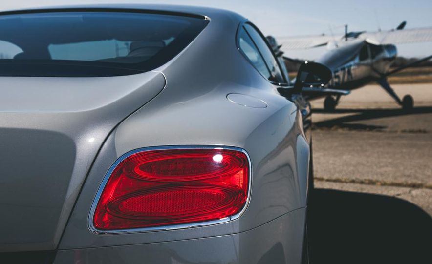 2014 Bentley Continental GT V-8 S coupe - Slide 19