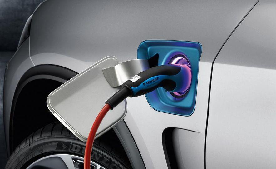 BMW X5 Plug-In Hybrid - Slide 24