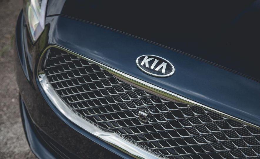 2015 Kia K900 - Slide 23