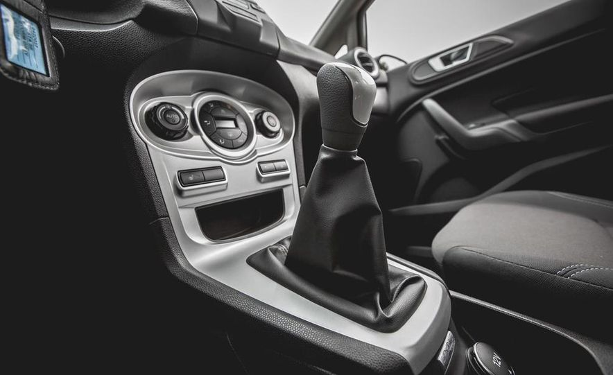 2014 Ford Fiesta 1.0L EcoBoost SFE sedan - Slide 43