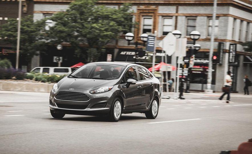 2014 Ford Fiesta 1.0L EcoBoost SFE sedan - Slide 5