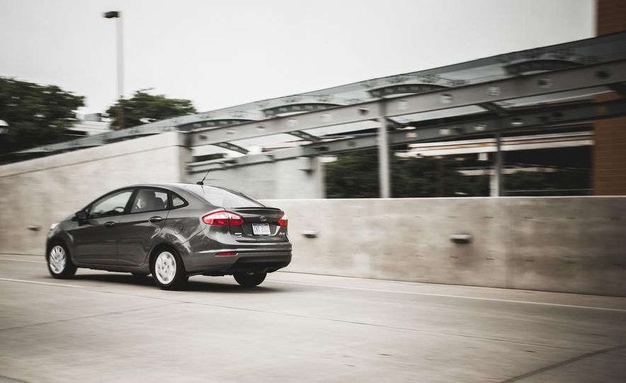 2014 Ford Fiesta 1.0L EcoBoost SFE sedan - Slide 9