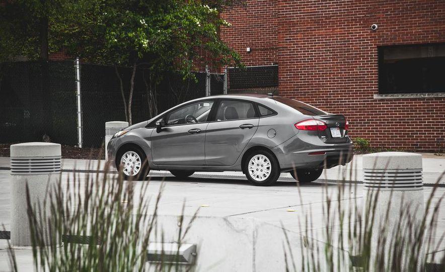 2014 Ford Fiesta 1.0L EcoBoost SFE sedan - Slide 12