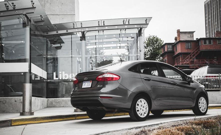 2014 Ford Fiesta 1.0L EcoBoost SFE sedan - Slide 13