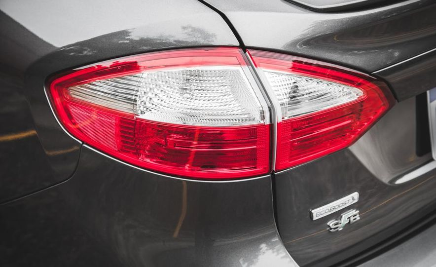 2014 Ford Fiesta 1.0L EcoBoost SFE sedan - Slide 19