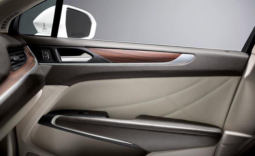 2015 Lincoln MKC 2.3L EcoBoost AWD - Slide 29