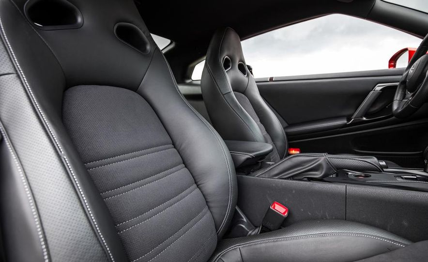 2015 Nissan GT-R - Slide 38