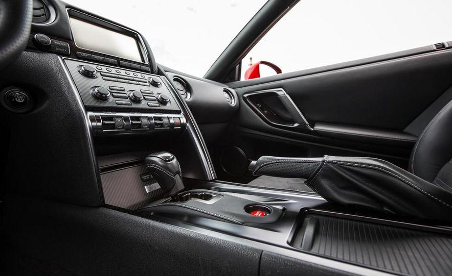 2015 Nissan GT-R - Slide 41