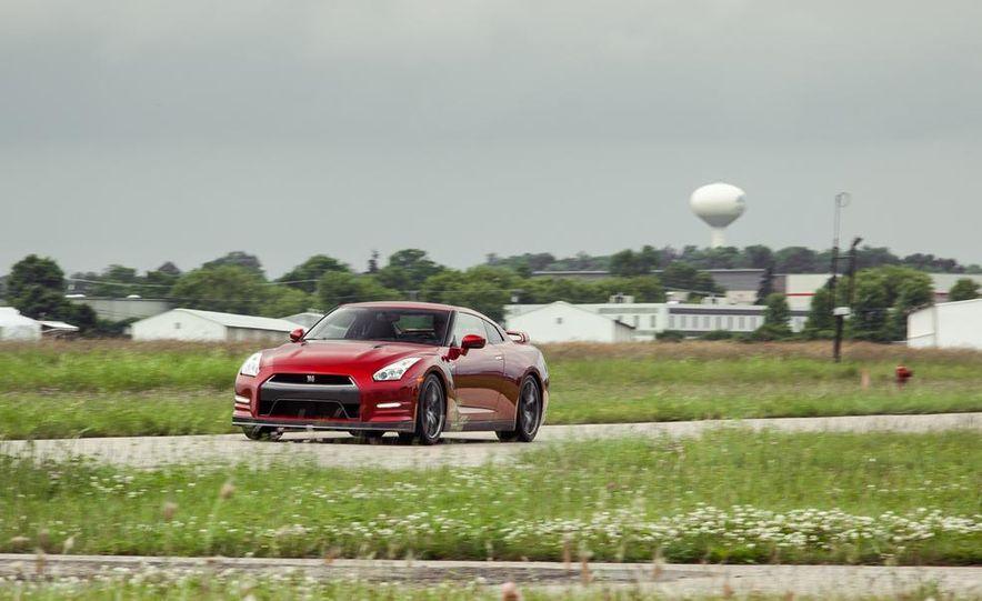 2015 Nissan GT-R - Slide 1