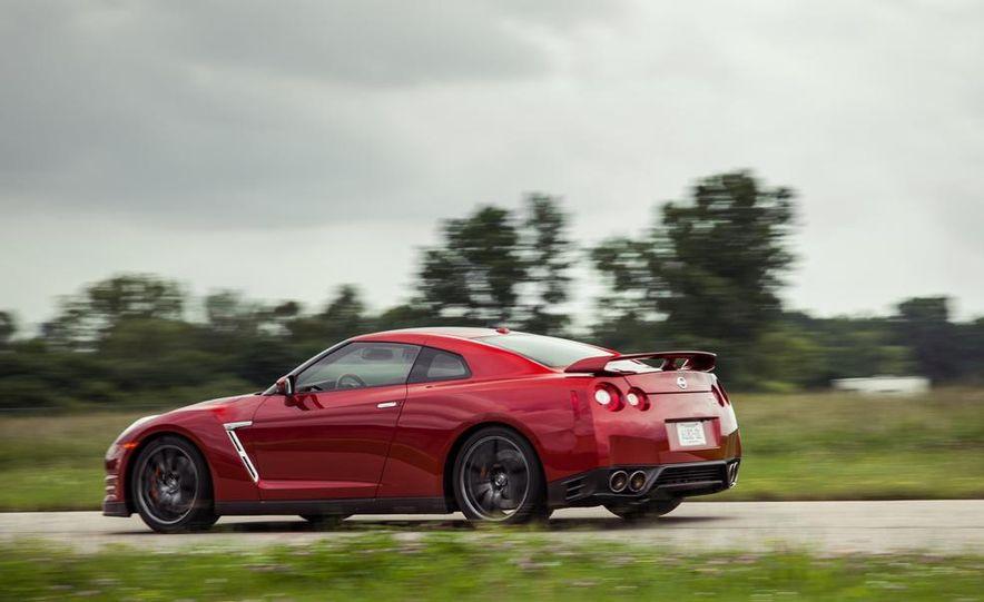 2015 Nissan GT-R - Slide 8