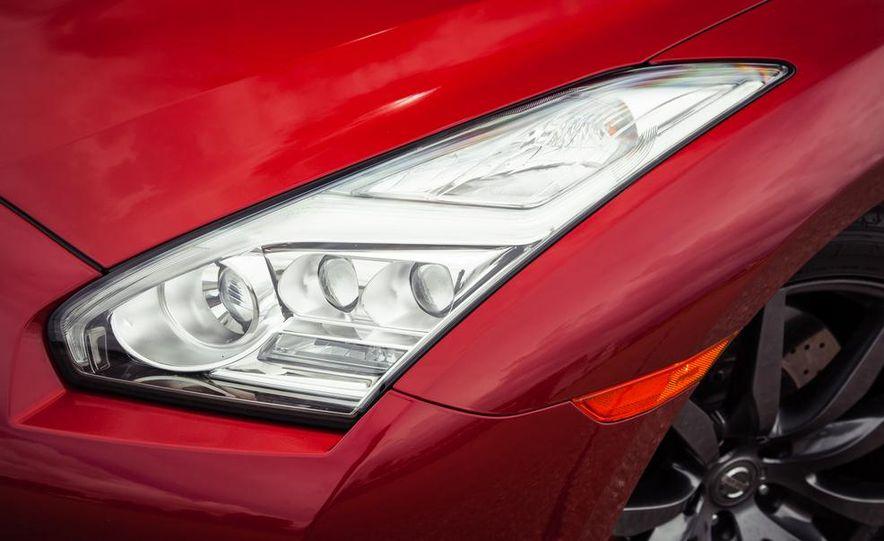 2015 Nissan GT-R - Slide 20