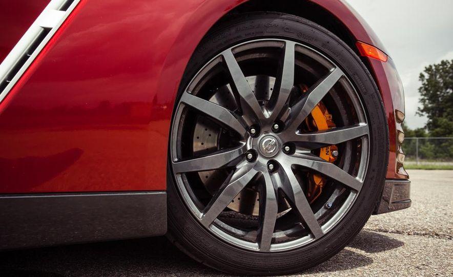 2015 Nissan GT-R - Slide 23