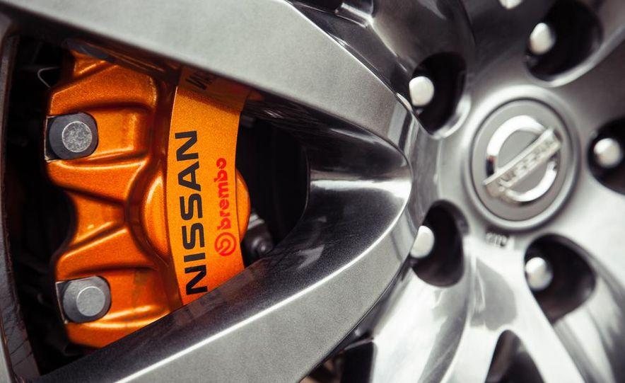 2015 Nissan GT-R - Slide 24