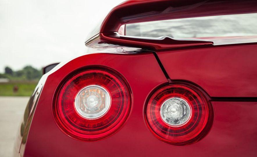 2015 Nissan GT-R - Slide 27