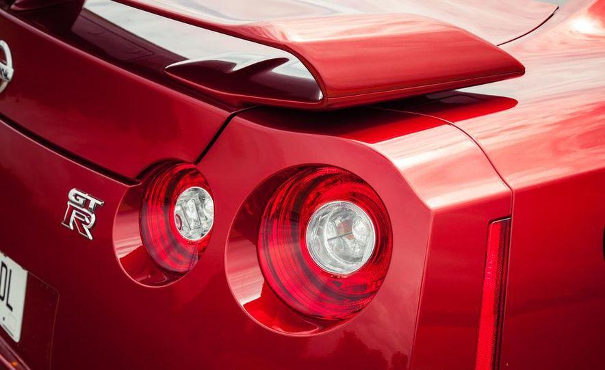 2015 Nissan GT-R - Slide 29
