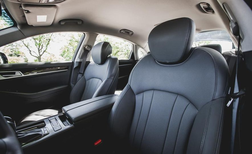 2015 Hyundai Genesis 3.8 sedan - Slide 33