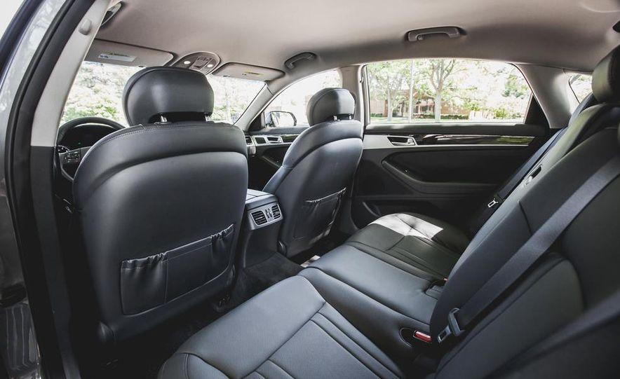 2015 Hyundai Genesis 3.8 sedan - Slide 34