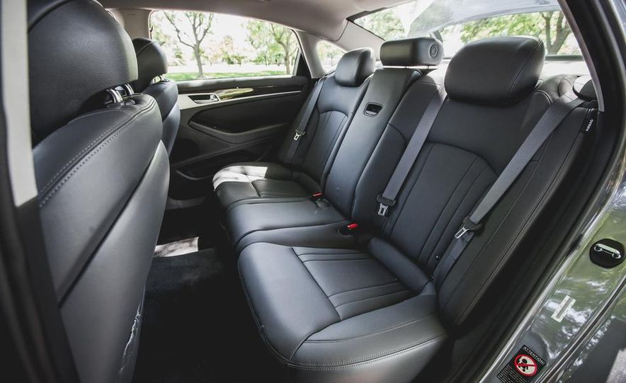 2015 Hyundai Genesis 3.8 sedan - Slide 35