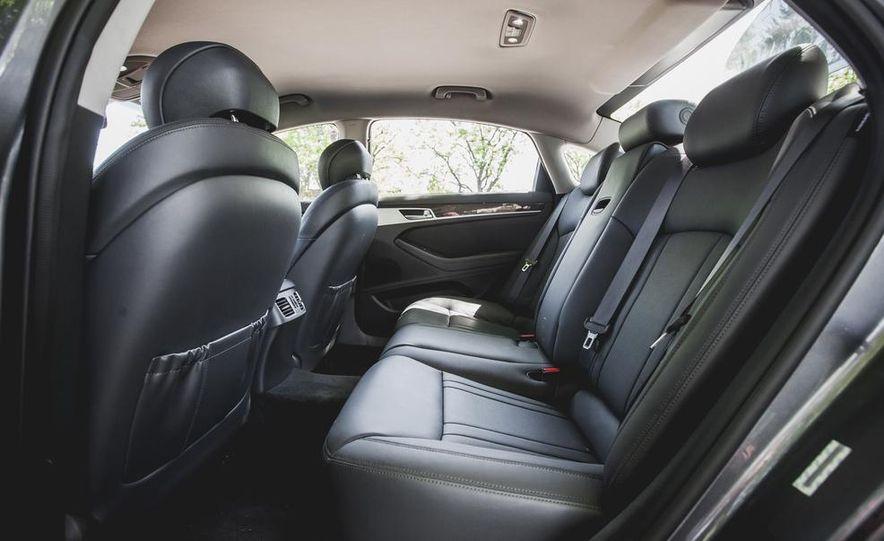 2015 Hyundai Genesis 3.8 sedan - Slide 36