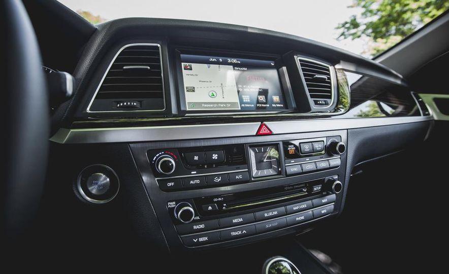2015 Hyundai Genesis 3.8 sedan - Slide 44