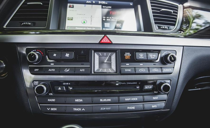 2015 Hyundai Genesis 3.8 sedan - Slide 46