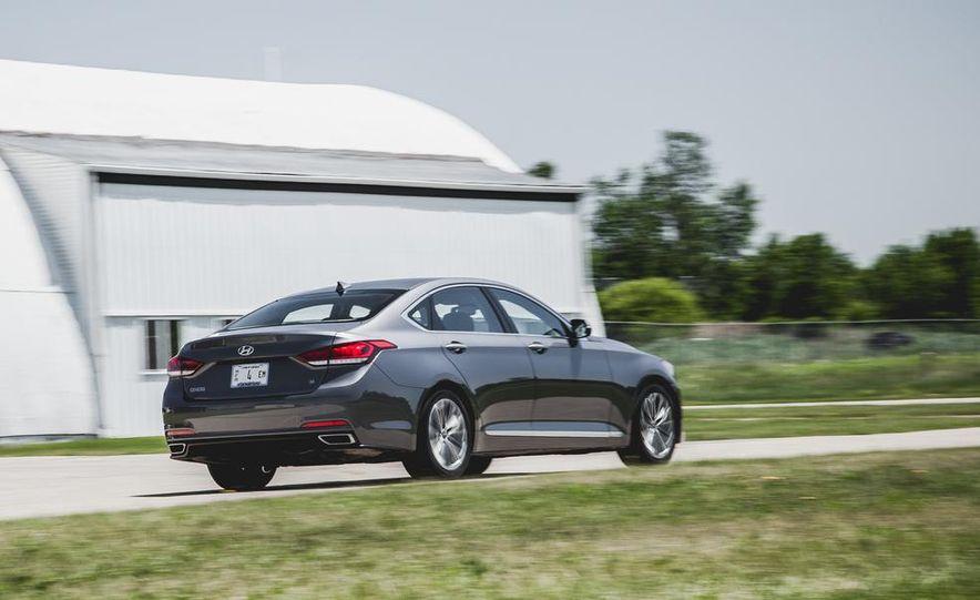2015 Hyundai Genesis 3.8 sedan - Slide 13