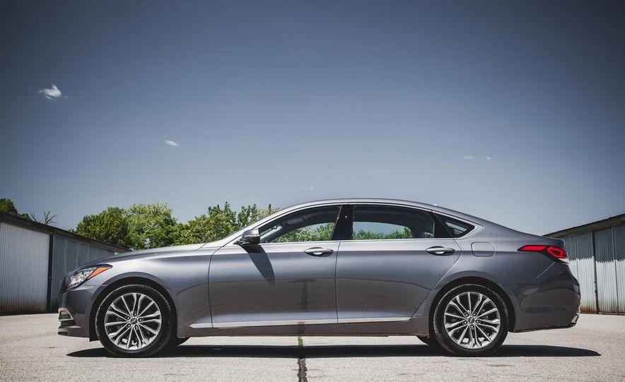 2015 Hyundai Genesis 3.8 sedan - Slide 16