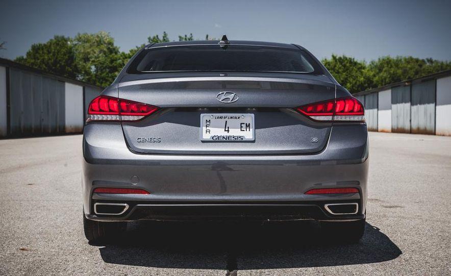2015 Hyundai Genesis 3.8 sedan - Slide 18