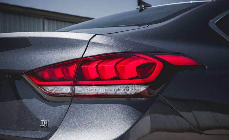 2015 Hyundai Genesis 3.8 sedan - Slide 24