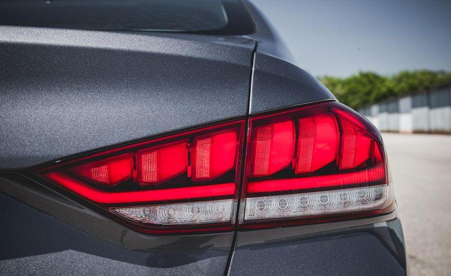 2015 Hyundai Genesis 3.8 sedan - Slide 25