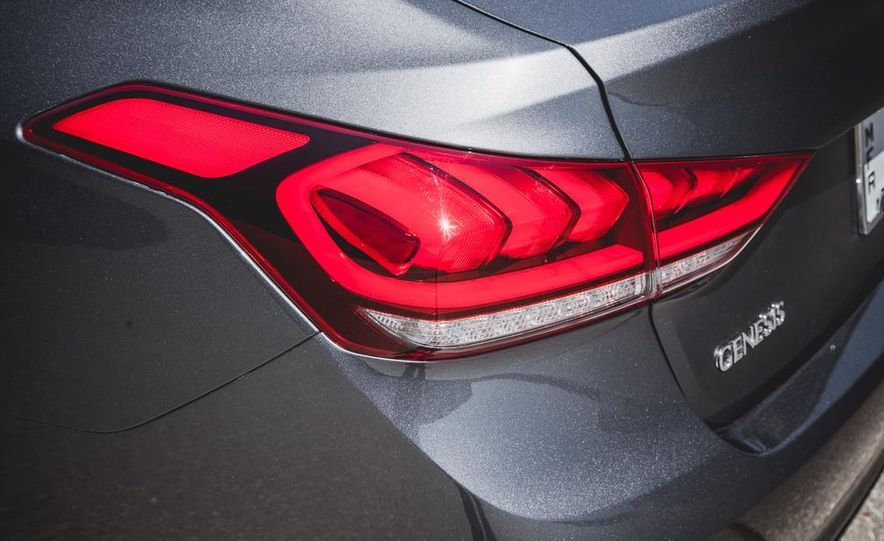 2015 Hyundai Genesis 3.8 sedan - Slide 26